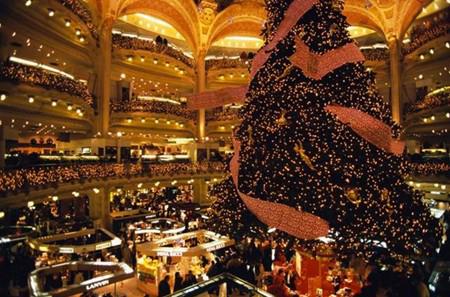 Paris Christmas tree. Photo Marco Cristofori/Corbis