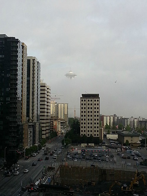 seattle-fog-space-needle-looks-like-ufo_by NothingI5True on Reddit on AIE blog