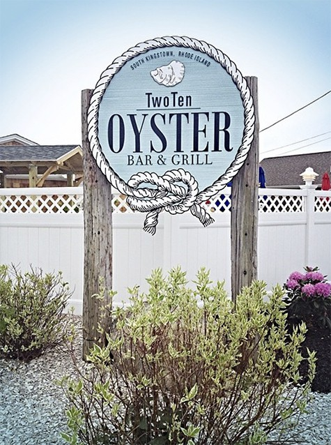 two-ten-oyster-bar_AIE