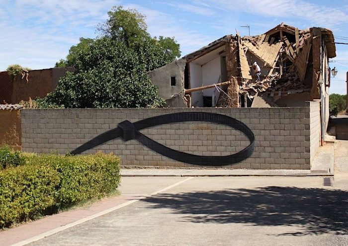 Giant-Murals-of-Common-Objects-by-Ampparito-5