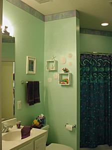 Bathroom Before Mural on ashley-spencer.com